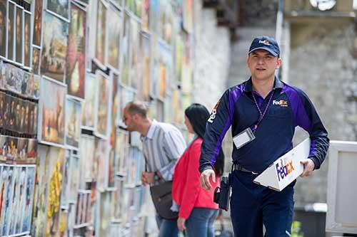 FedEx Courier – Copyrights by FedEx
